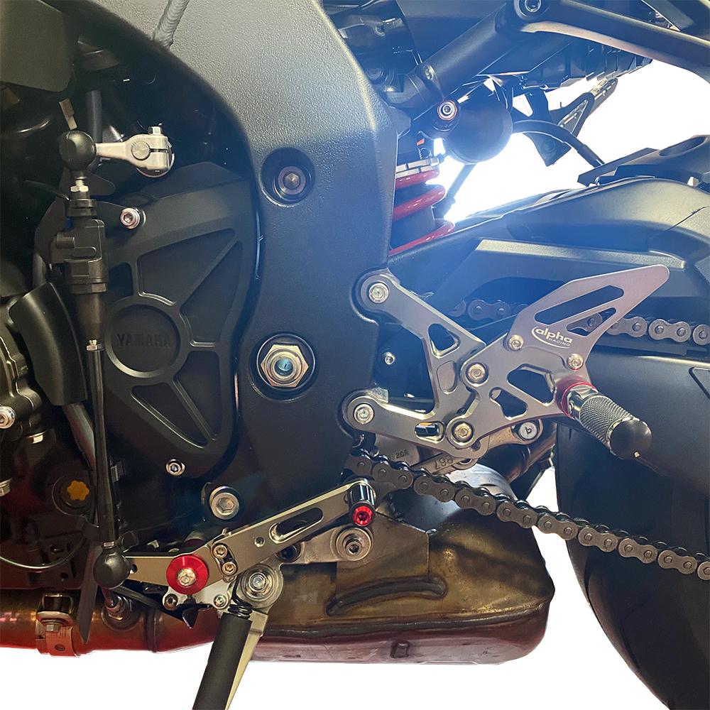 >TRACK< Fußrastenanlage titanfarben Yamaha MT10 2016- ABE