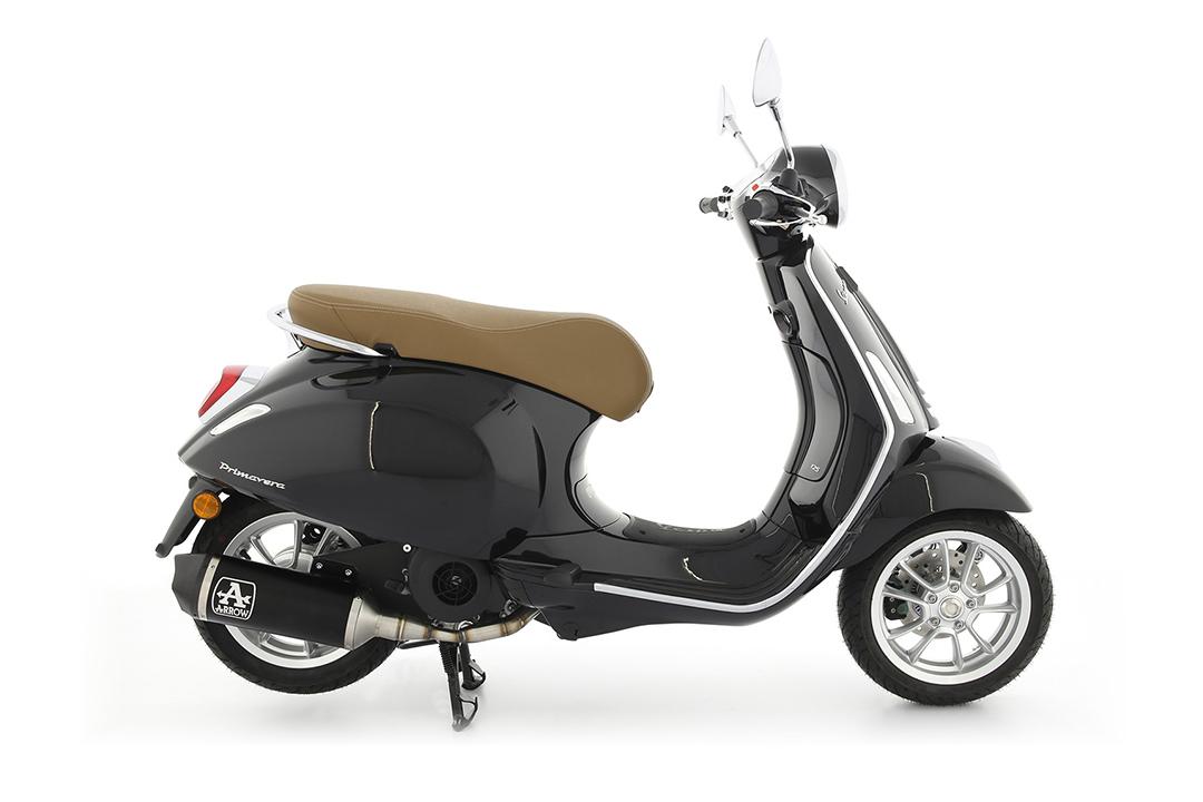 ARROW URBAN Auspuff für Piaggio Vespa Primavera 125 2021- , Aluminium schwarz mit schwarzer Edelstahl-Endkappe