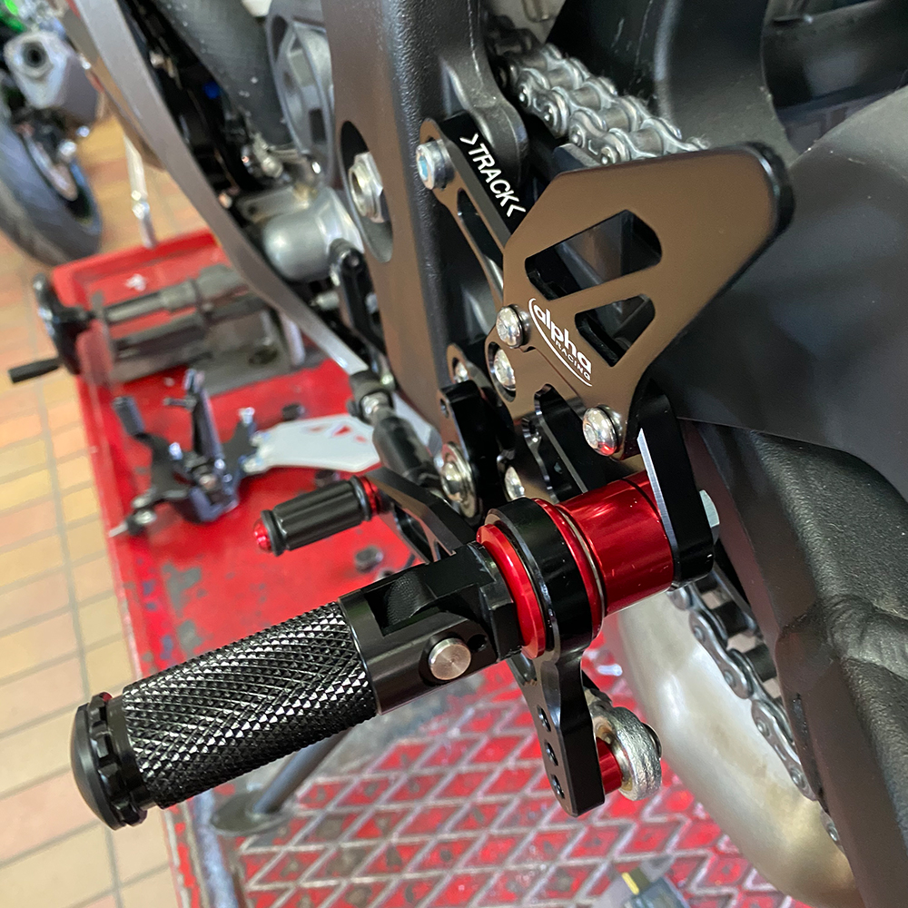 >TRACK< Fußrastenanlage schwarz Kawasaki ZX10R 2016-
