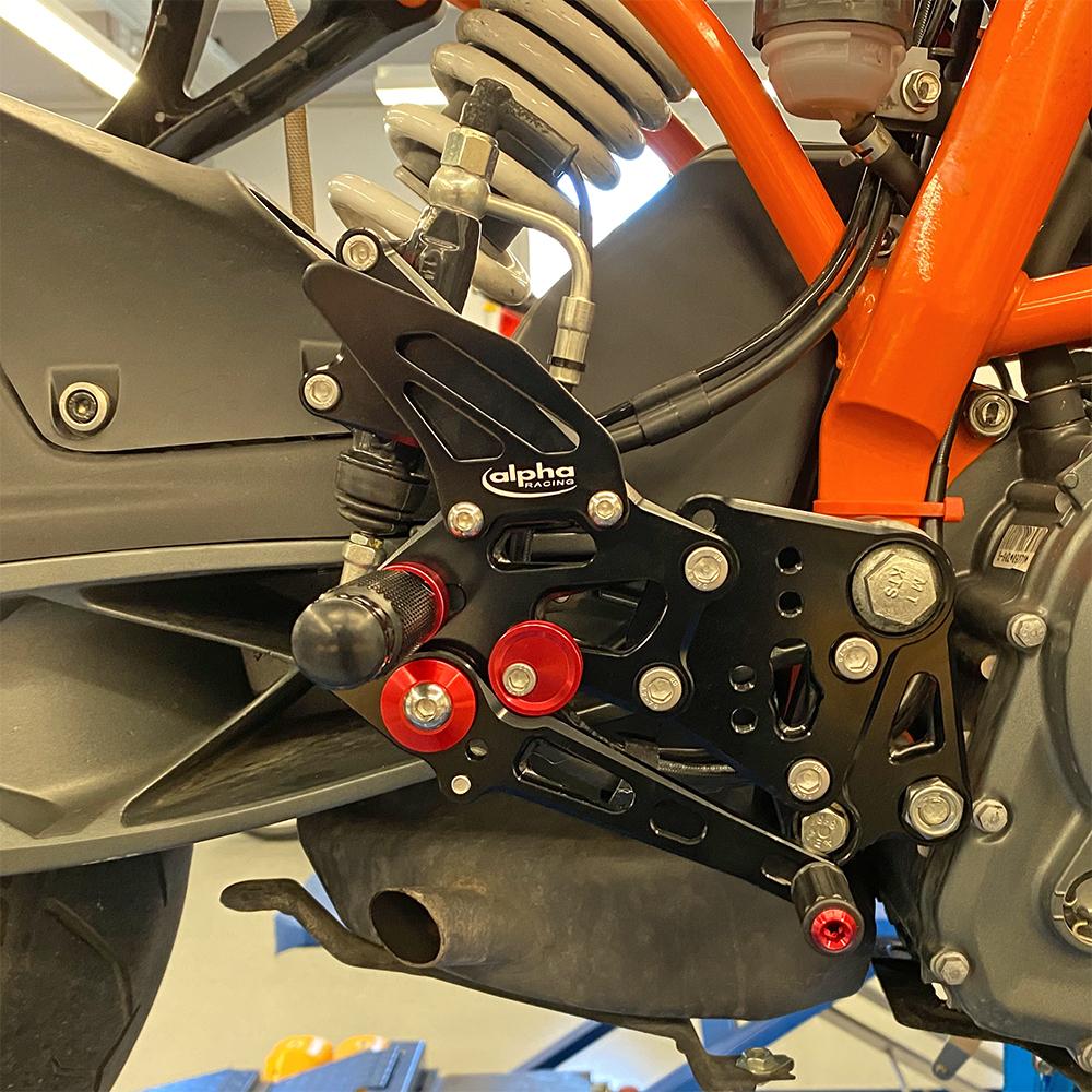 >TRACK< Fußrastenanlage schwarz KTM RC390 2014- ABE